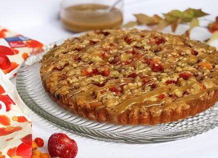 mantelinen tyrni mansikkapiirakka kinuskikastikkeella resepti Pihla Sallinen
